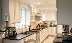 Old Greenwich: Traditional Kitchen